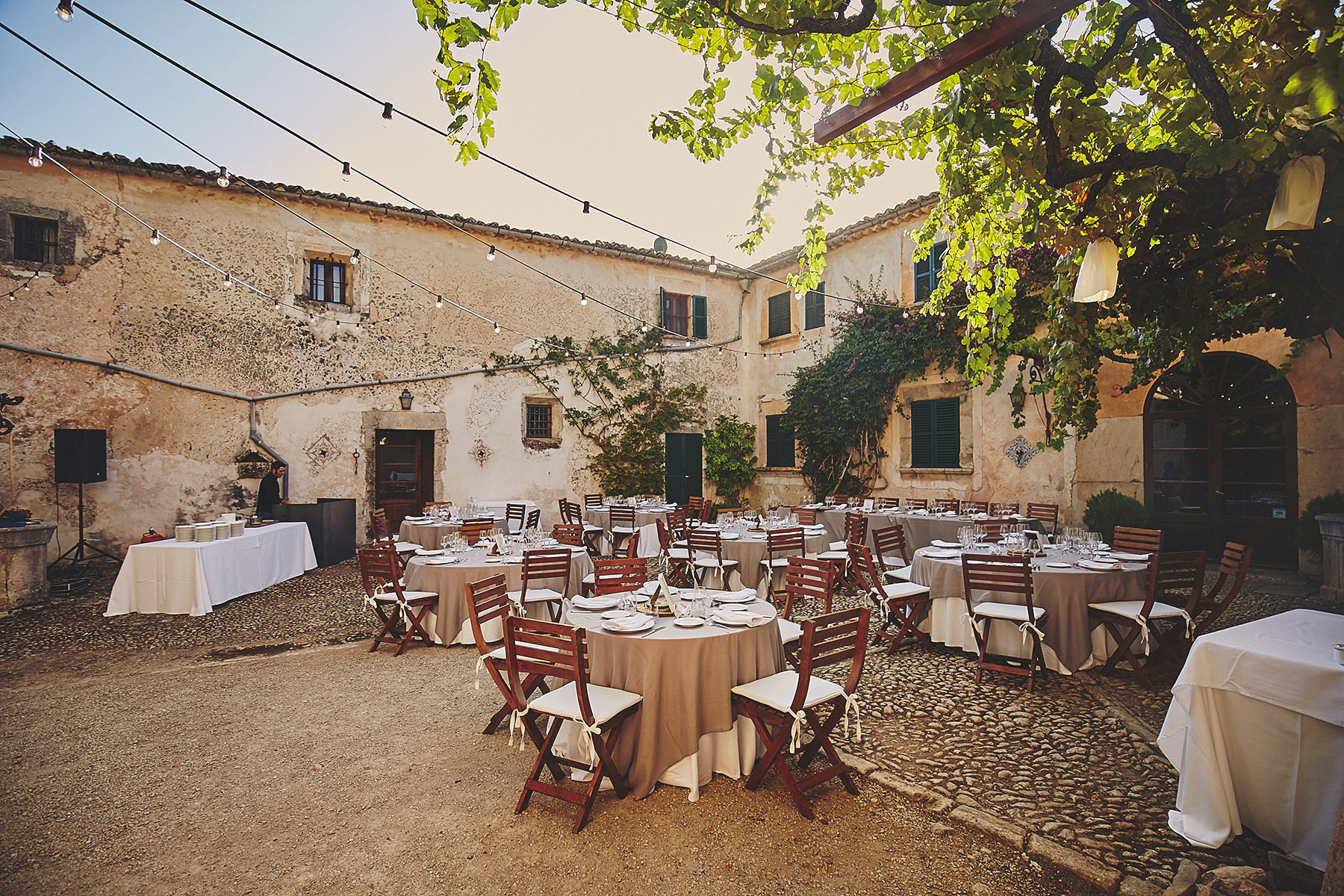 Mallorca wedding fangar