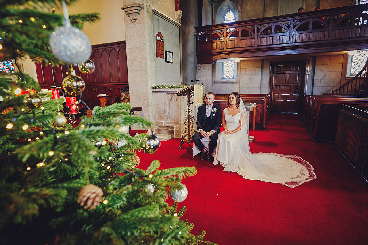 Brooklodge Wedding - Love Winter weddings ! | T & A 40