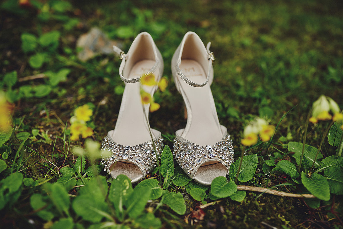 wedding shoes creative photo