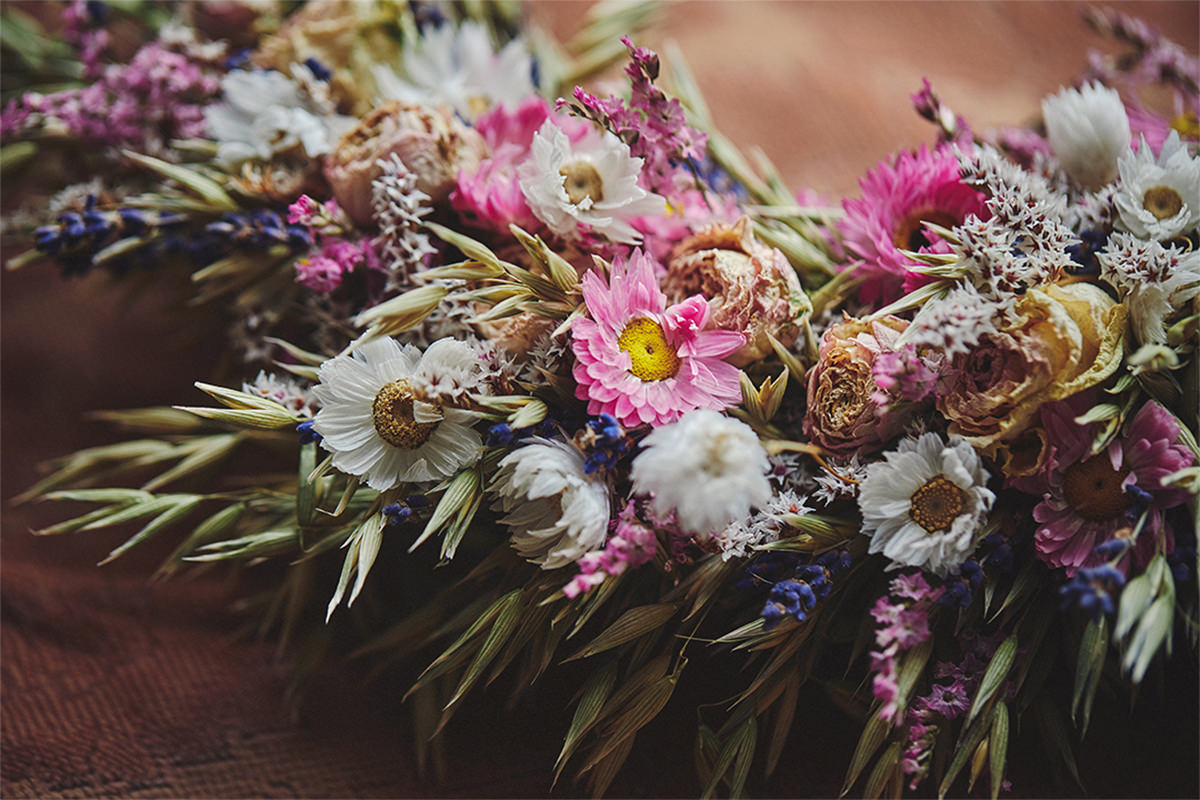 8 Tips Wedding flowers colours 14