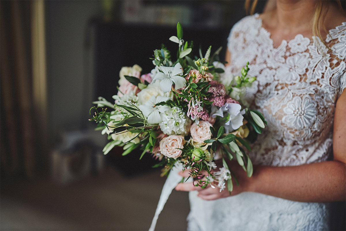 8 Tips Wedding flowers colours 18