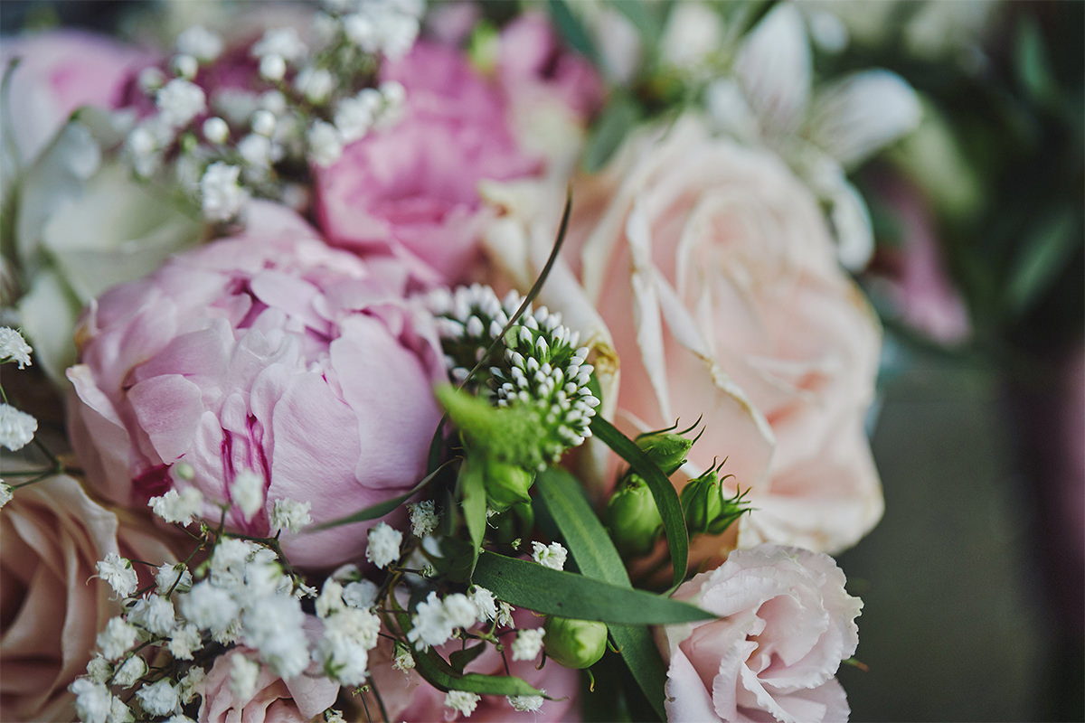 8 Tips Wedding flowers colours 29