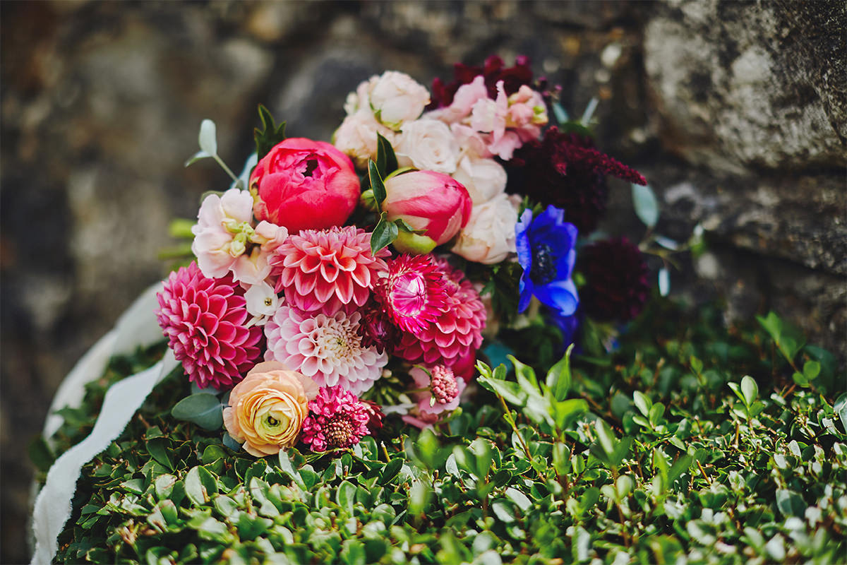 8 Tips Wedding flowers colours 53