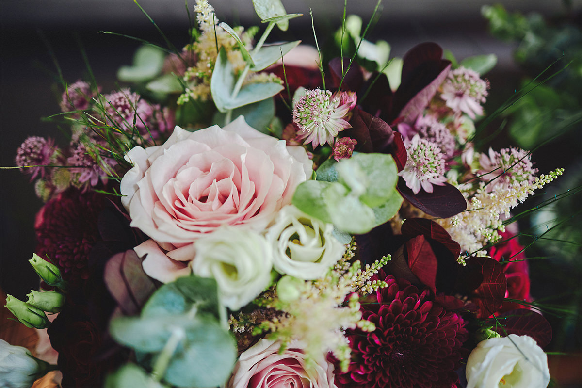 8 Tips Wedding flowers colours 65