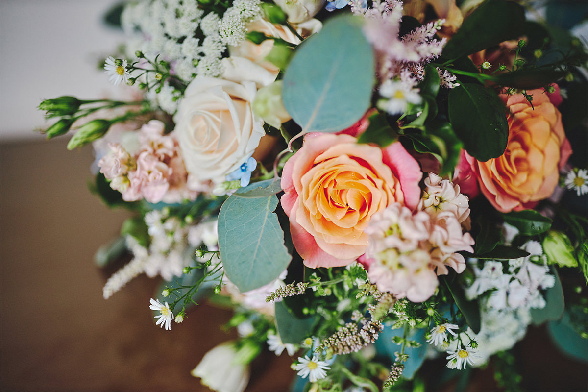 8 Tips Wedding flowers colours 4
