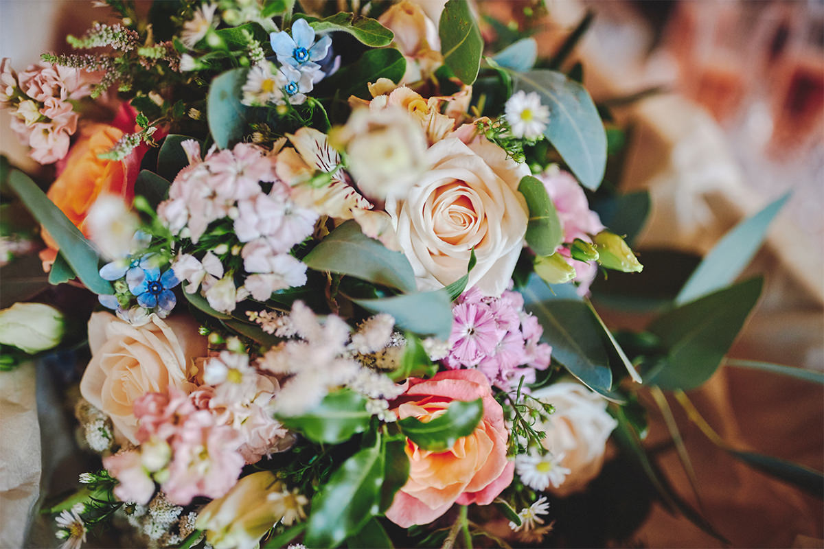 8 Tips Wedding flowers colours 5