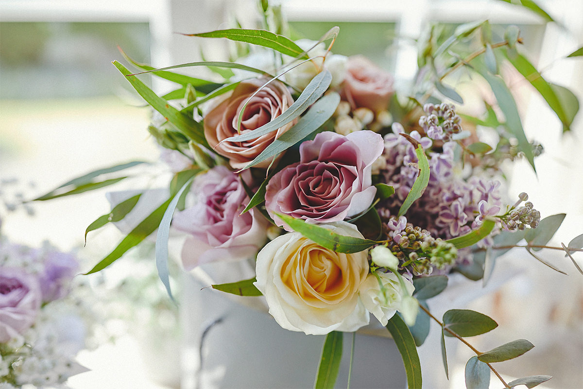 8 Tips Wedding flowers colours 75