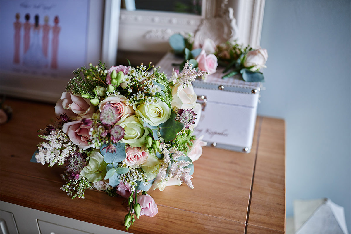 8 Tips Wedding flowers colours 94