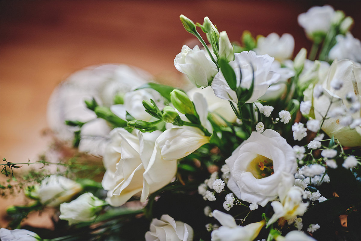 8 Tips Wedding flowers colours 111