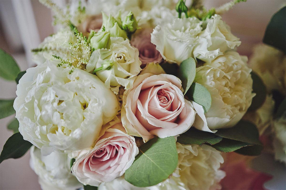8 Tips Wedding flowers colours 112