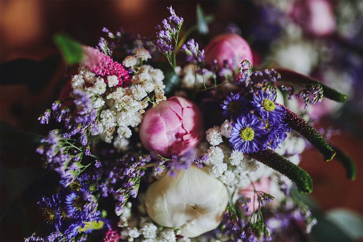 8 Tips Wedding flowers colours 120