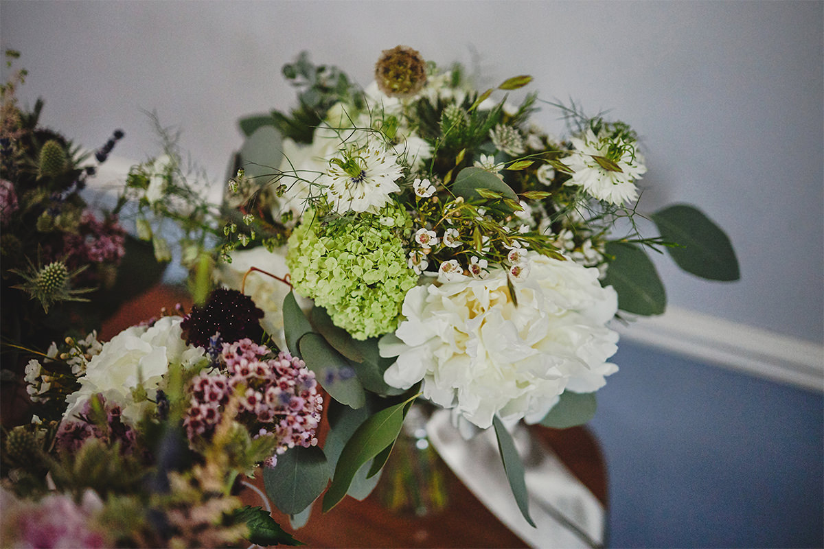 8 Tips Wedding flowers colours 125