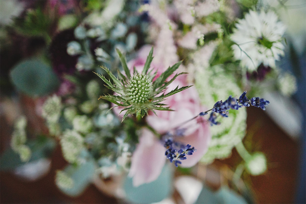 8 Tips Wedding flowers colours 126