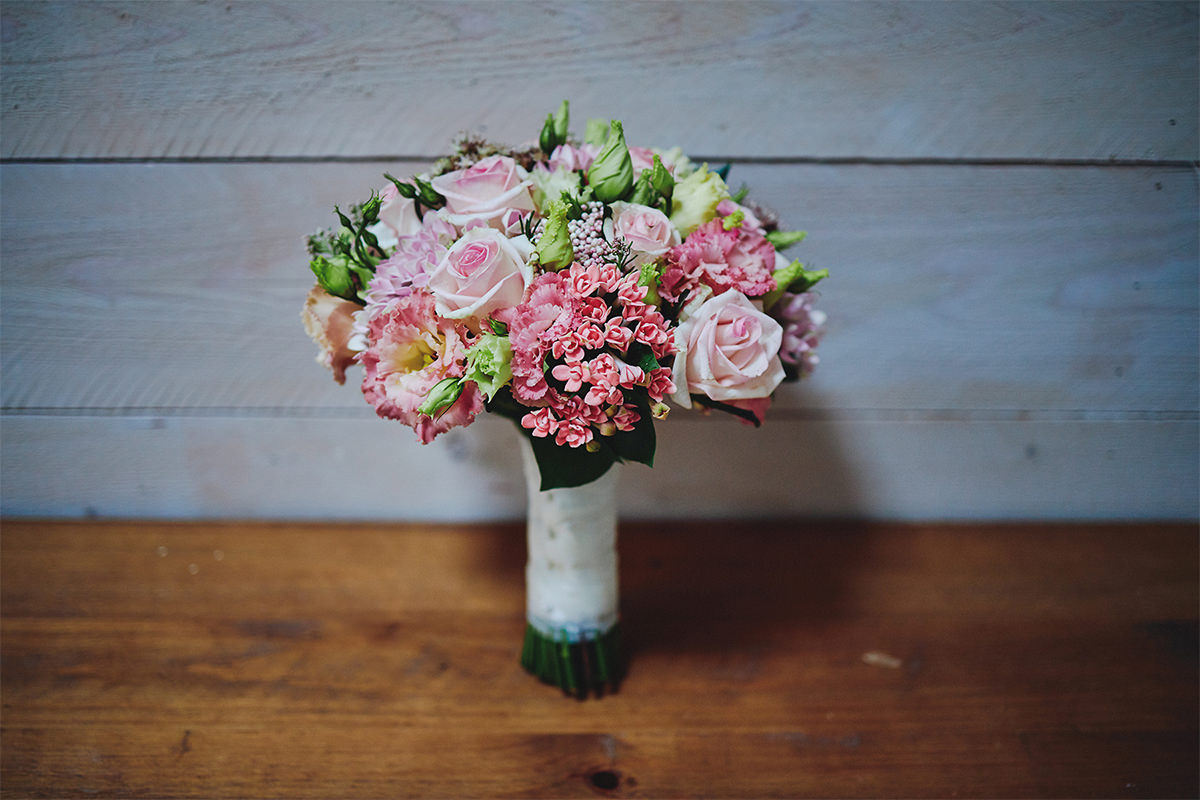8 Tips Wedding flowers colours 26