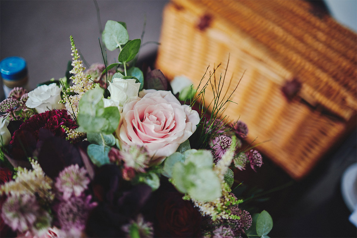 8 Tips Wedding flowers colours 150